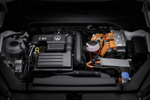 VW-Passat-GTE-14