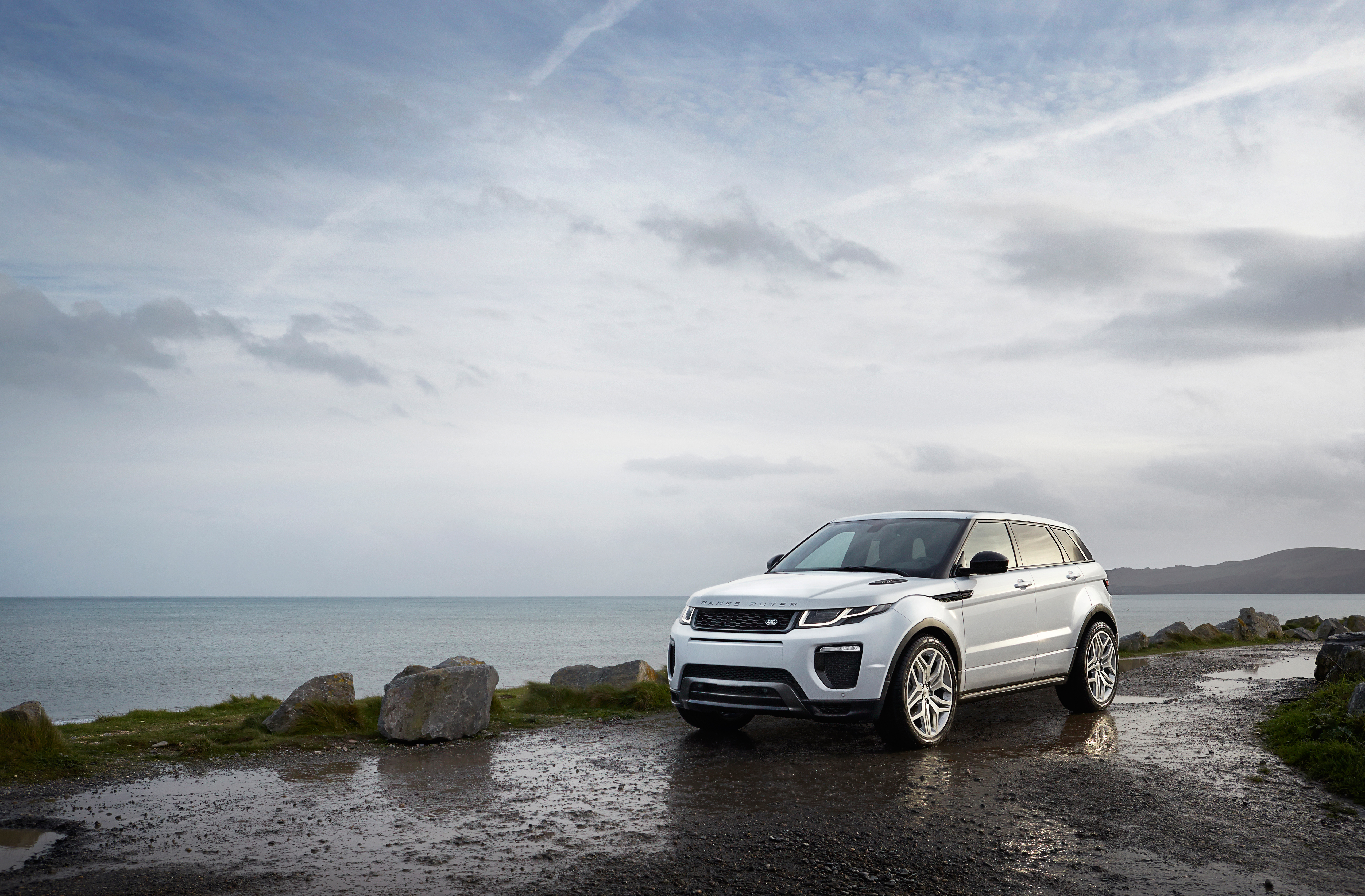 MY16_Range_Rover_Evoque_EXT_LOC95_PR_HERO_(104595)