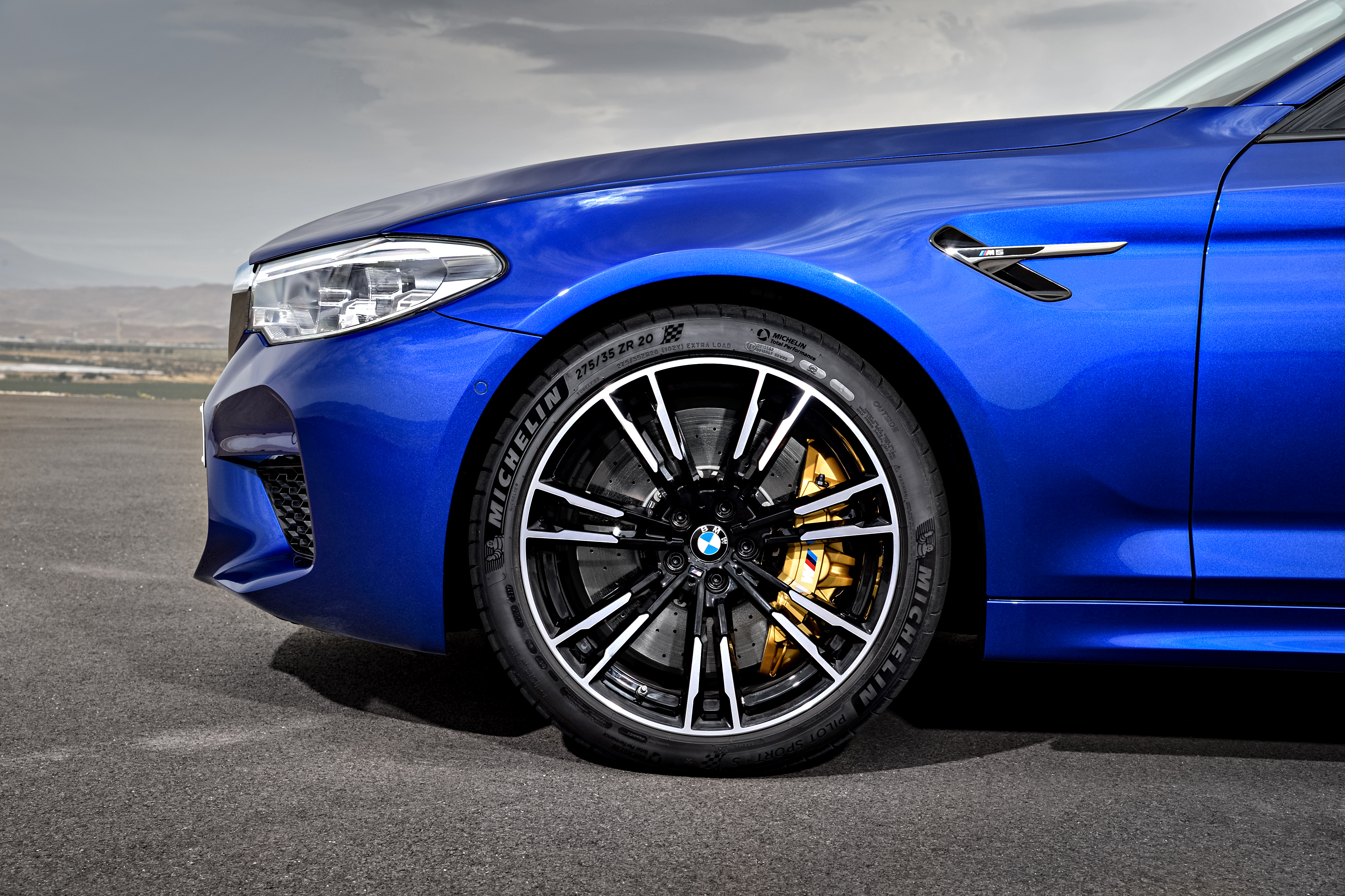 P90273018_highRes_the-new-bmw-m5-08-20